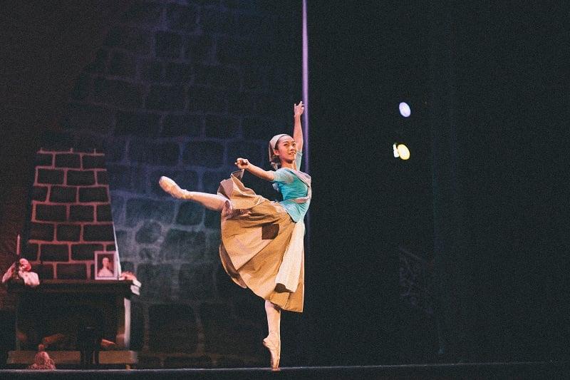 BALLET DANCER - IMG_0024 - ISSUE 7 - SEP 13 - NQ