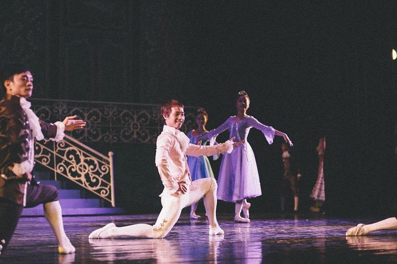BALLET DANCER - IMG_0036 - ISSUE 7 - SEP 13 - NQ