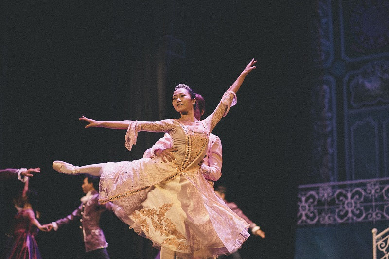 BALLET DANCER - IMG_0093 - ISSUE 7 - SEP 13 - NQ