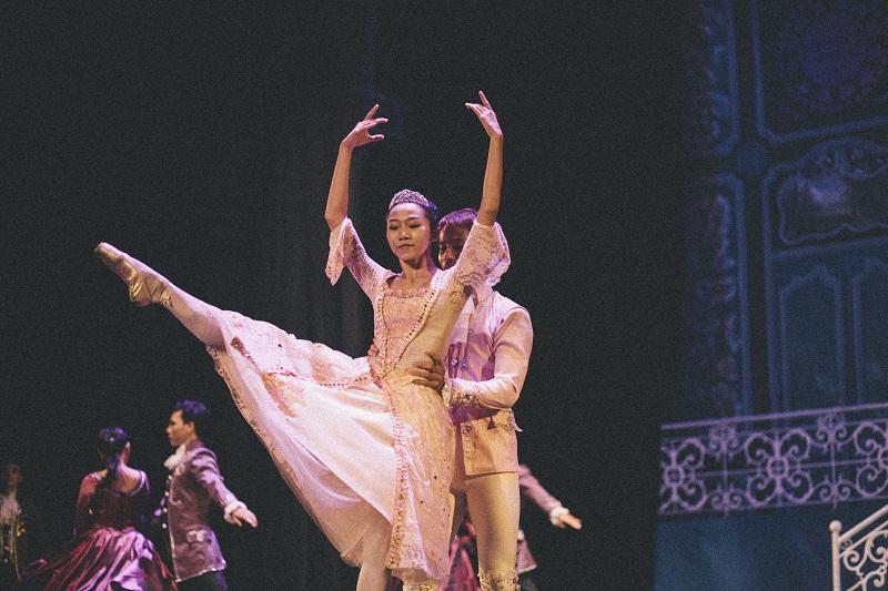 BALLET DANCER - IMG_0096 - ISSUE 7 - SEP 13 - NQ