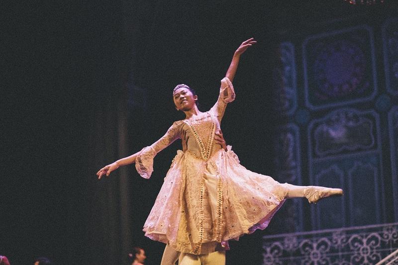 BALLET DANCER - IMG_0108 - ISSUE 7 - SEP 13 - NQ