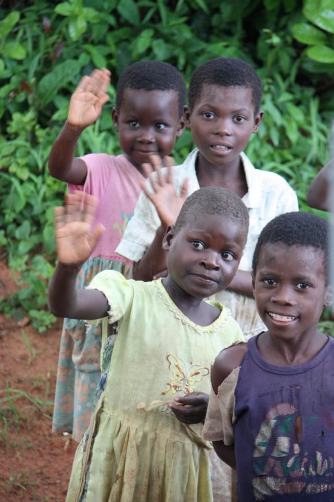091223-Waving-children