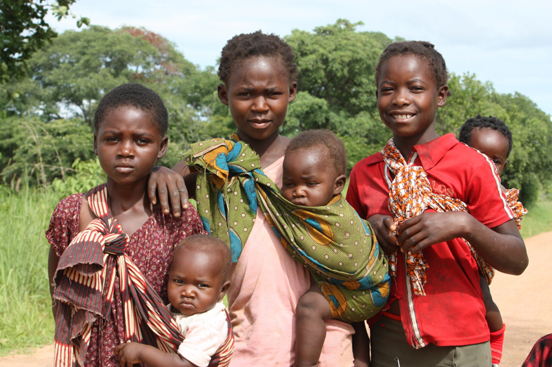 091227-Luangwa-Children