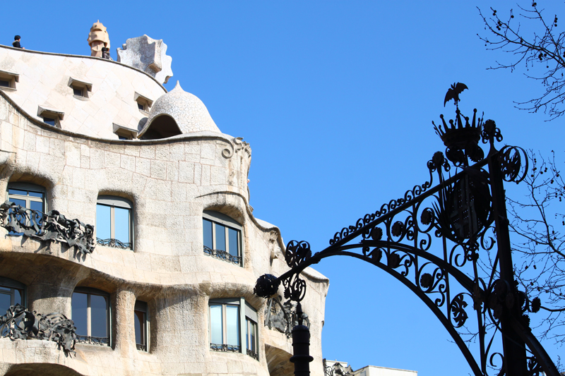 Gaudí's-La-Pedrera-on-Passeig-de-Gràcia.-Tiny-bat-on-top-of-lamppost.