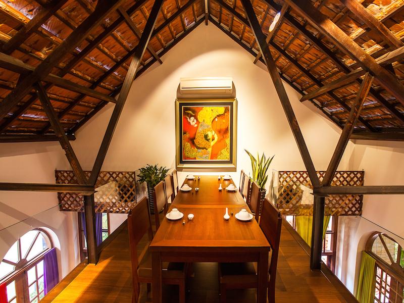 Hum restaurant dining area