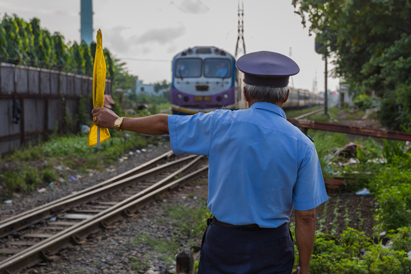 essay on railway crossing accident Railroad crossing essay railroad crossings are dangerous intersections between regular roads and the rails that trains ride on avoiding the dangers of.