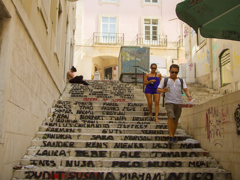 Tourists roaming around Lisbons cobblestone streets_by Nelson Carvalheiro