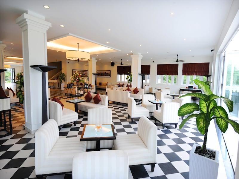 14. Le Salon Lounge