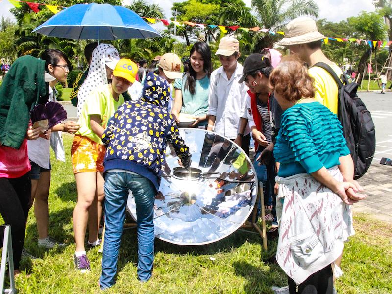 Solar cooker - Photo by 350 Vietnam-2