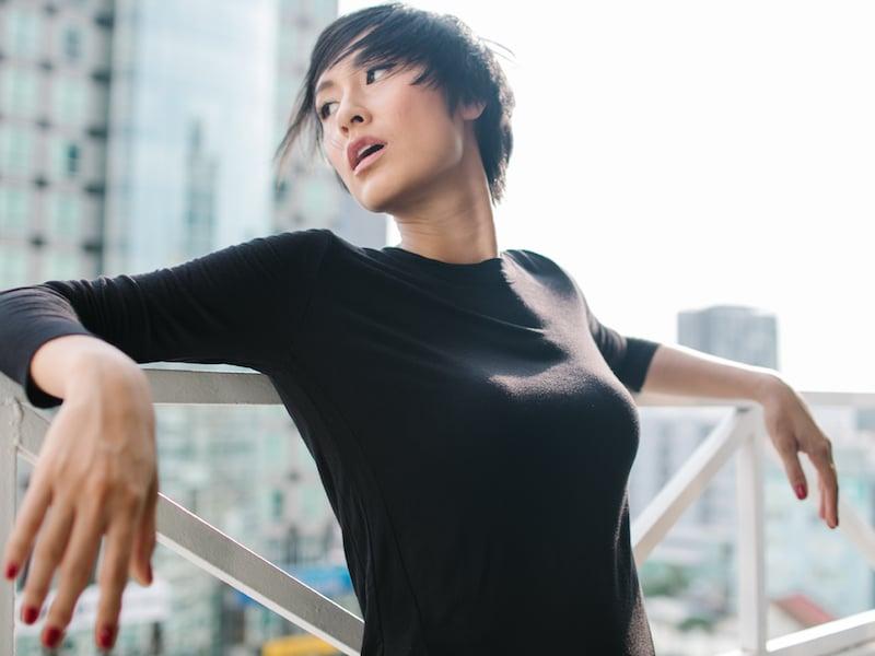 Kathy-Uyen-photo-Ji-Nguyen-costume-The-Blue-T-Shirt-4
