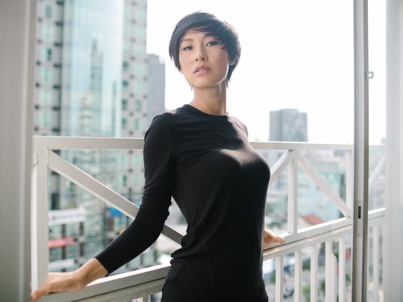 Kathy-Uyen-photo-Ji-Nguyen-costume-The-Blue-T-Shirt-5