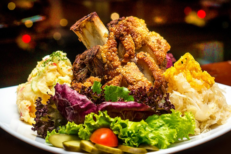 Oi Vietnam-Sep2015_ Broitzeit_roasted pork knuckle_DSC0703_NT (OiVietNam_3N)
