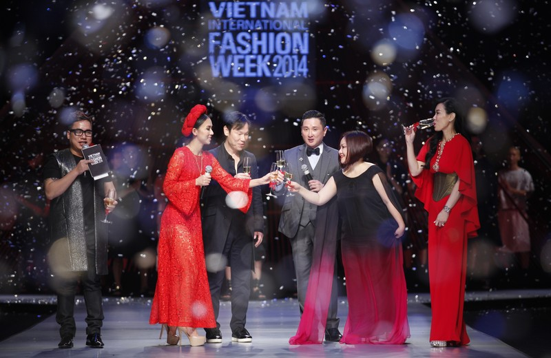 Tai-Vietnam-International-Fashion-Week-2014_1-OiVietNam