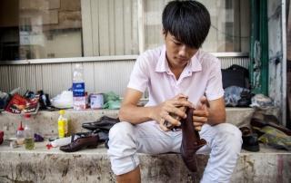 Oi Vietnam - OCT 2014_Mylifeas_shoe shiner_IMG_7025_NT