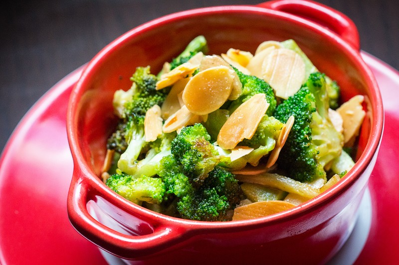 Oi Vietnam-oct2015_stocker_broccoli with brown butter and almonds​_DSC4665_NT (OiVietNam_3N)