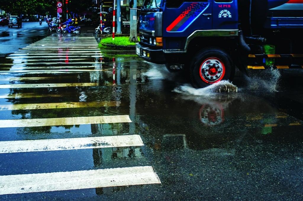 Rain-DSCF5115-AUG13-Issue 6-QRM