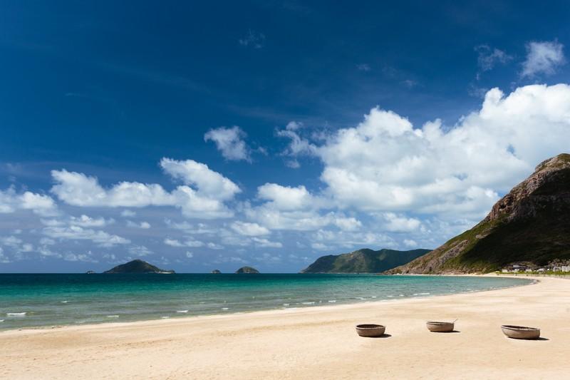 1.6km-of-sandy-beach_[5417-A4] (OiVietNam_3N)