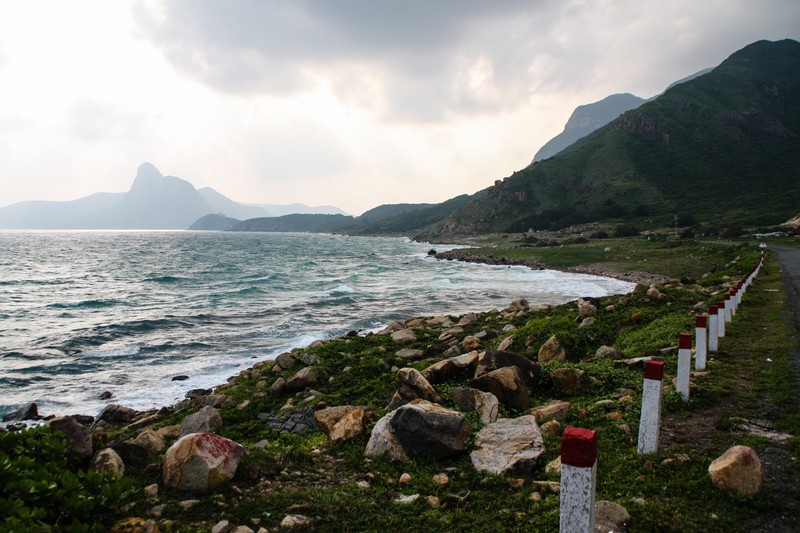 Coastal road on Con Dao's south side - Image by James Pham-36 (OiVietNam_3N)