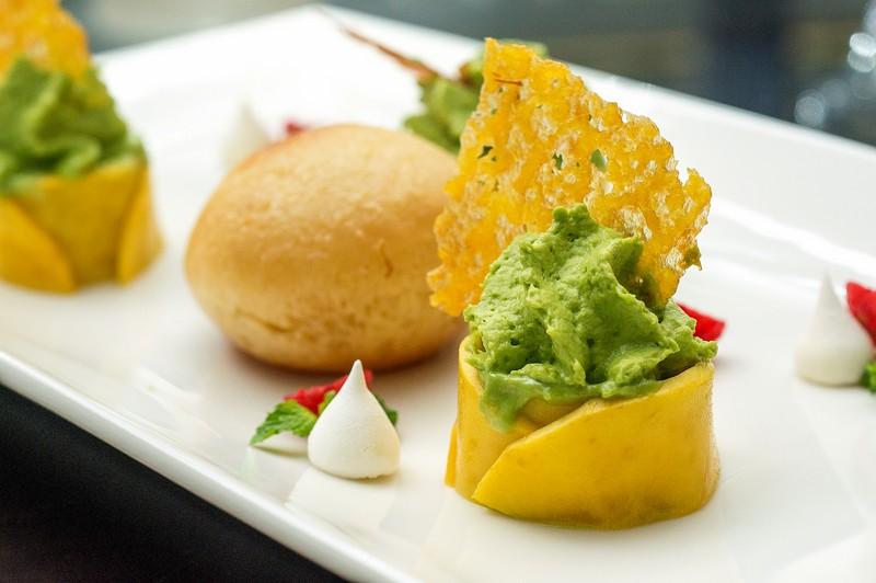 Oi Vietnam-Sep2015_ Bamboo Chic_Le baba savarin cake_NT-17 (OiVietNam_3N)