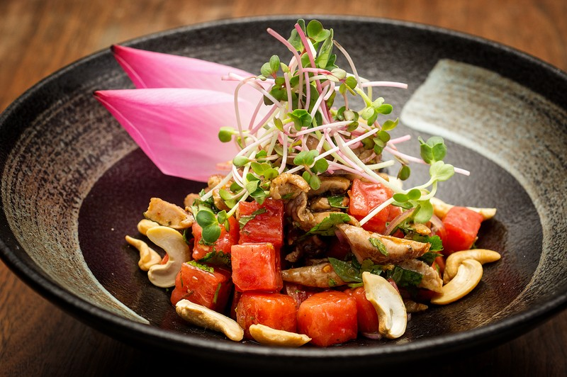 Oi Vietnam-Dec2015_THE DESK_Roast duck with watermelon and cashew nuts salad_DSC3740_Ngoc Tran (OiVietNam_3N)