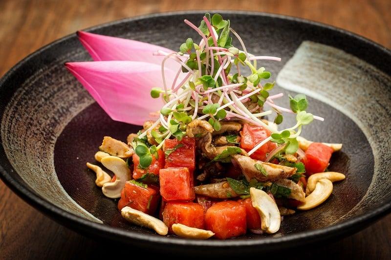 Oi Vietnam-Dec2015_THE DESK_Roast duck with watermelon and cashew nuts salad_DSC3740_Ngoc Tran (OiVietNam_3N)