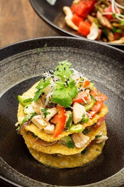 Oi Vietnam-Dec2015_THE DESK_Spicy Chicken Salad on Crispy Wonton _DSC3749_Ngoc Tran (OiVietNam_3N)