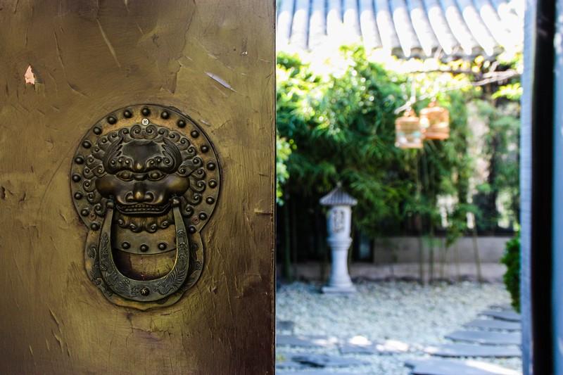 Beijing - Hutong door and courtyard - Image by James Pham-9 (OiVietNam_3N)