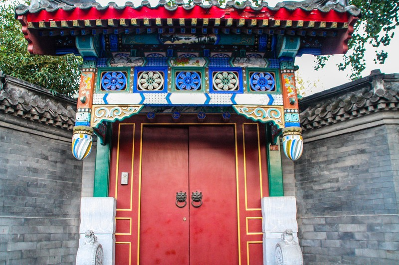 Hutong gate - Image by James Pham-1 (OiVietNam_3N)