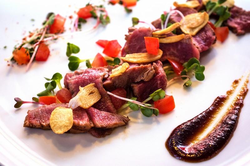 Oi Vietnam-Jan2016_canada steakhouse_Beef Tataki_DSC6505_NT (OiVietNam_3N)