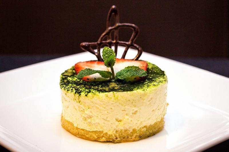 Oi Vietnam-Jan2016_canada steakhouse_green tea cheesecake_DSC6587_NT (OiVietNam_3N)