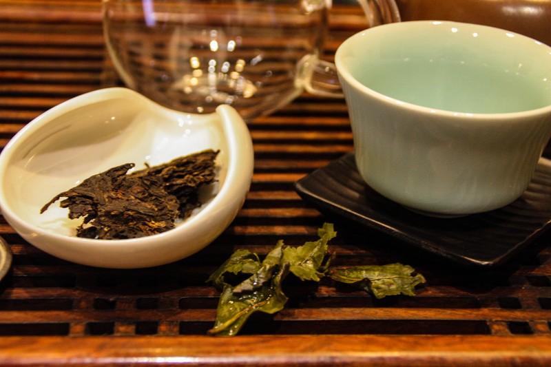 Tea paraphernalia - Image by James Pham-6 (OiVietNam_3N)