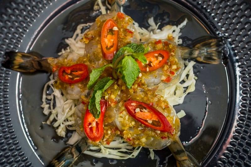 oi-magazine-april-2016-food-review-somtum-der-thai-prawn-sashimi-NF-1519 (OiVietNam-3N)