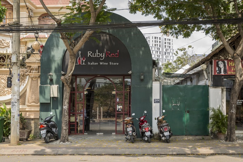 oi-vietnam-march-2016-ruby-red-wine-shop-NF- (OiVietNam-3N)