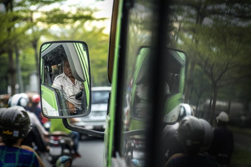 Oi Vietnam-August2016_bus driver_DSC3799_NT