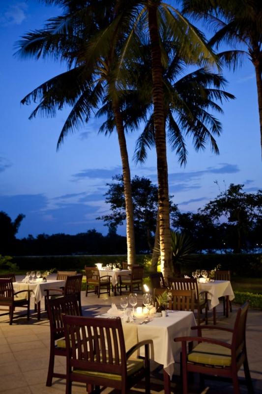 le-parfum-restaurant-terrace-2_0