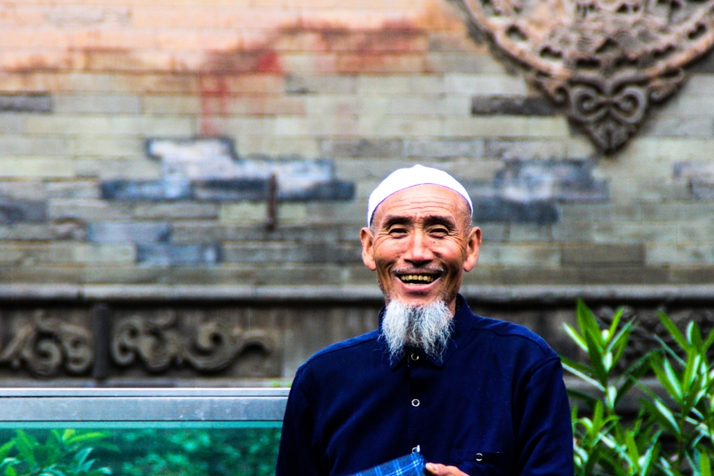 a-man-smiles-at-the-great-mosque-of-xian-image-by-james-pham-47