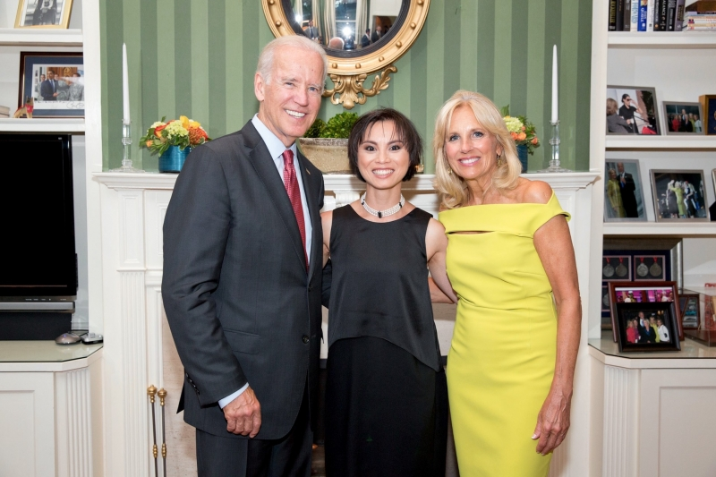 amazin-lethi-and-vice-president-usa-joe-biden-his-wife-at-his-home-at-a-private-reception