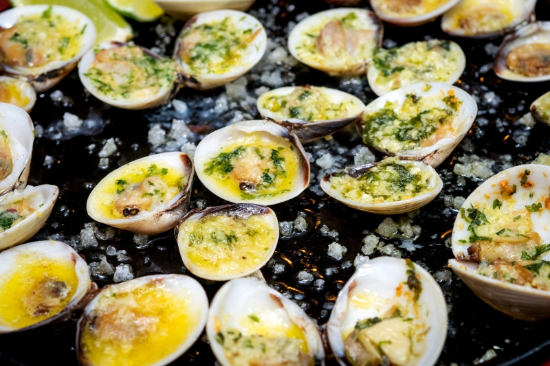 oi-vietnam-december2016_patio_clams-in-butter_dsc4469_nt