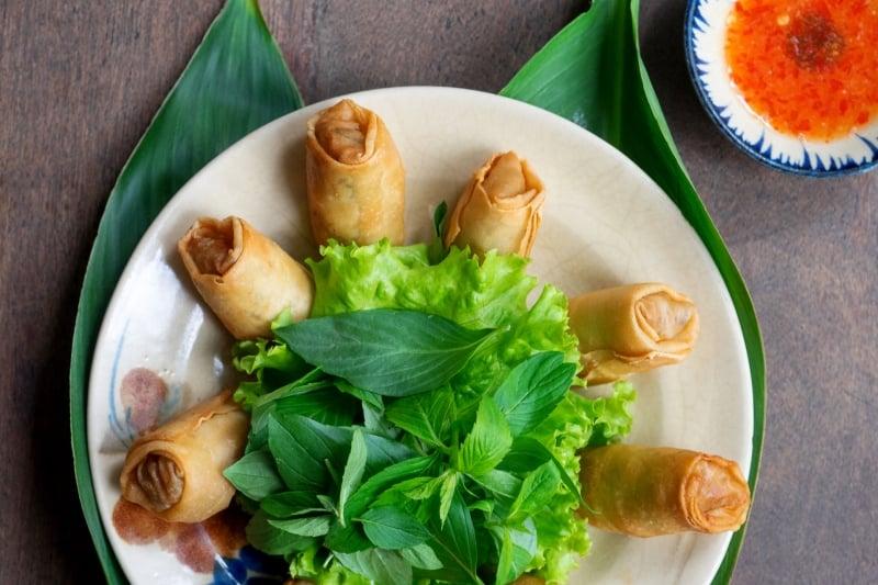 Oi Vietnam-Jan2017_Bui_Deep fried Saigon style spring rolls with minced pork and prawns_DSC3575_NT