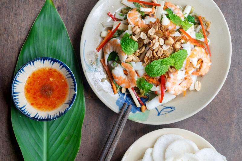Oi Vietnam-Jan2017_Bui_Quan Bui salad w seafood and pomelo_DSC3556_NT