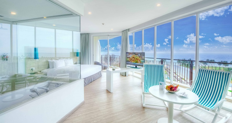 Junior Suite with view of the ocean