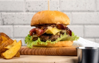 Oi Vietnam -Sep 2017_HungryBunny_Bacon clubhouse burger_DSC3283NT