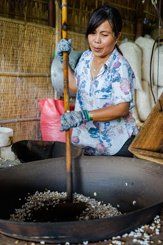 Making puffed rice - Image by James Pham-13