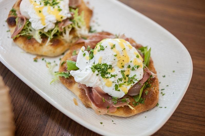 Oi VietNam - Renaissance - eggs benedict - May 2018 - IMG_7229
