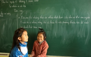 29136777_10156328983074074_3626086423808966656_o_GIRLS with blackboard +++