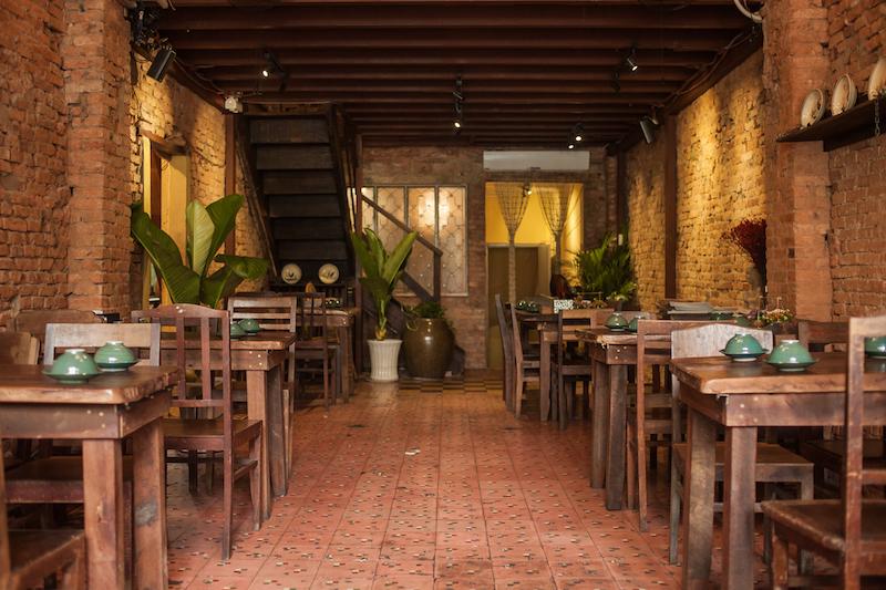 Oi VietNam - Ngoc Chau Garden Restaurant - Interior - November 2018 - IMG_2128