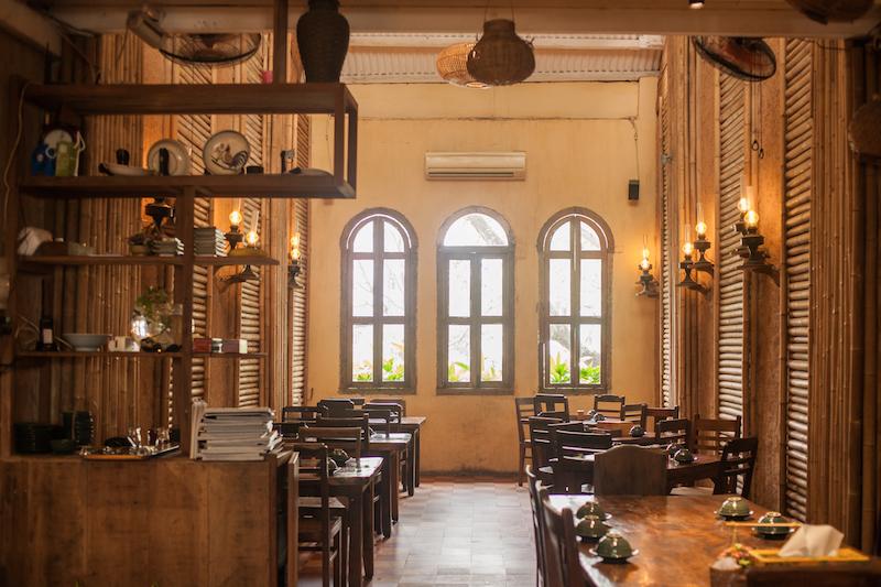 Oi VietNam - Ngoc Chau Garden Restaurant - Interior - November 2018 - IMG_2148