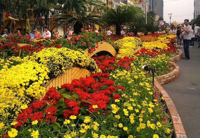 Tet-Flower-Festival-2012-streetscape-1