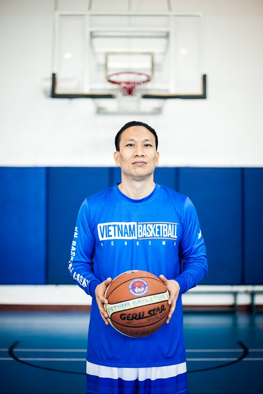 Oi VietNam - Cover Story - Sport - Basketball - Primary School - 2019 March - Coach Myke - IMG_3374
